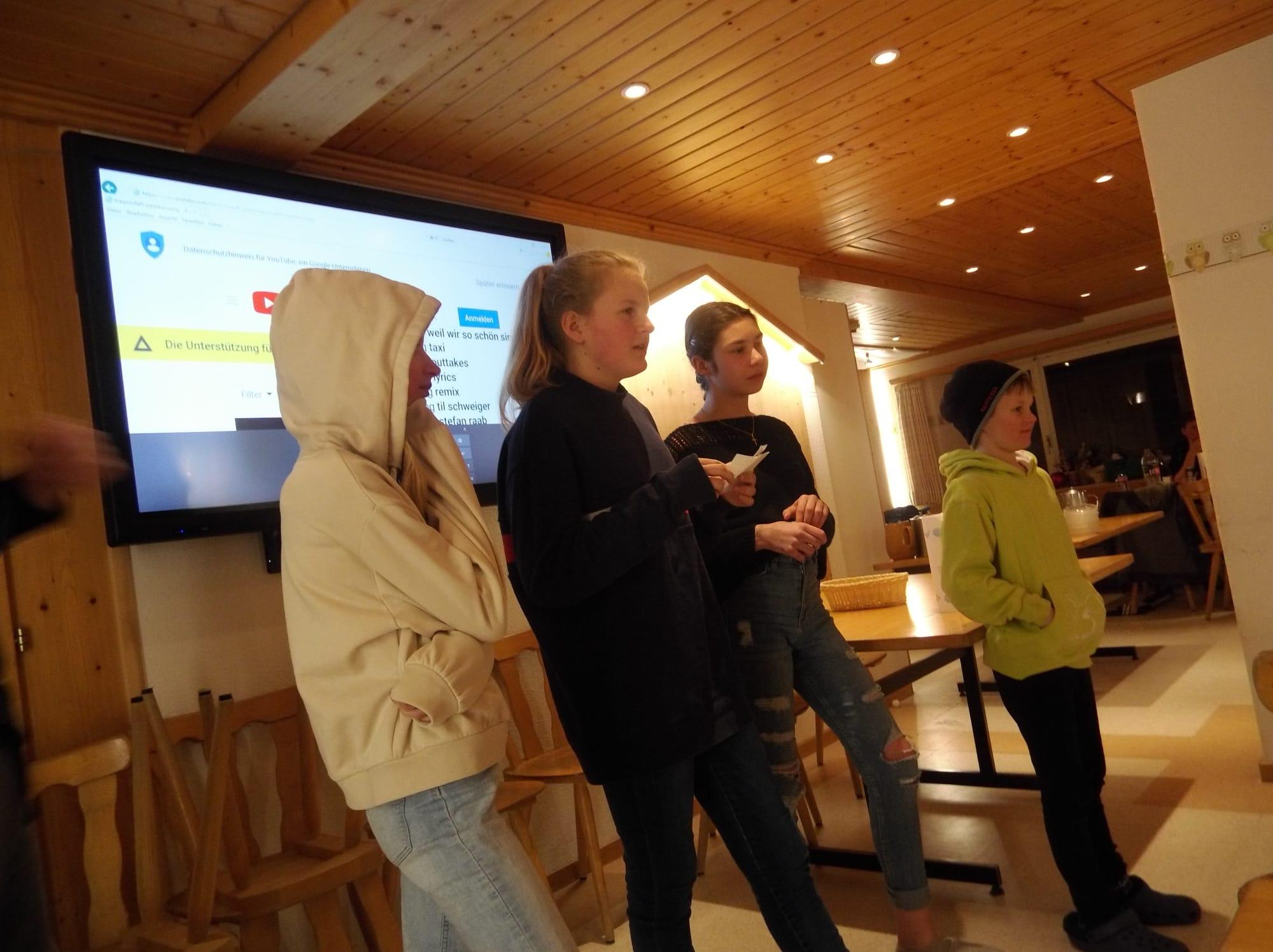 Skilager 2020 Freitag bunter Abend (1)