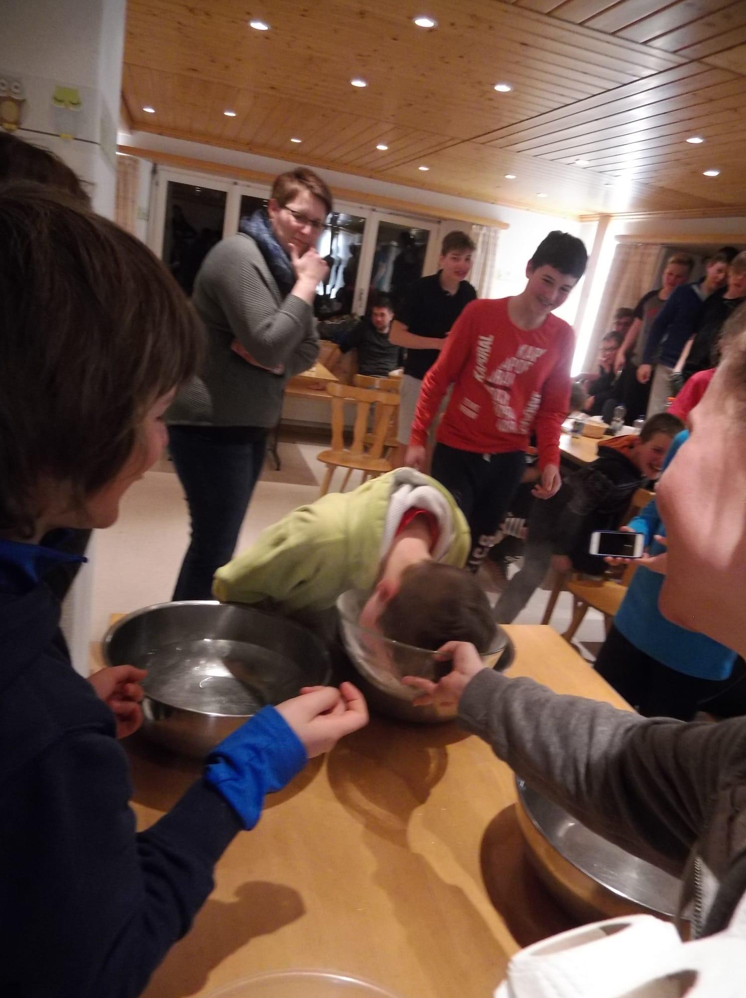 Skilager 2020 Freitag bunter Abend (18)