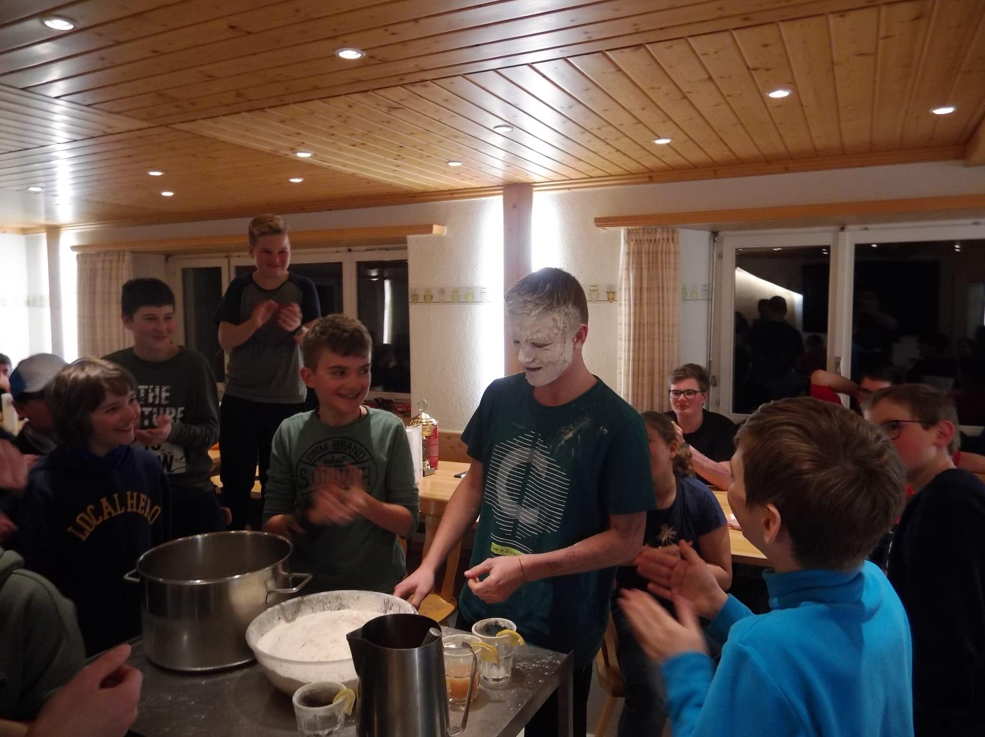 Skilager 2020 Freitag bunter Abend (23)